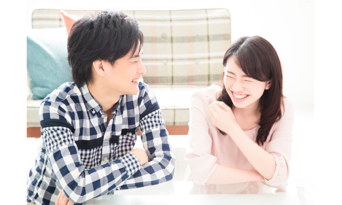 笑顔が魅力的!よく笑ってくれる話しやすい女性と出逢える婚活パーティーの雰囲気